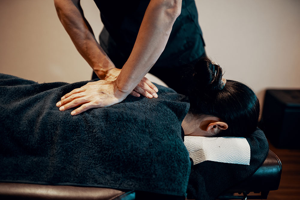 Chiropractic Adjustment at Steffen Chiropractic in Gladstone serving the entire in the Northland of Kansas City Missouri